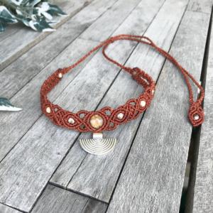 Makramee Halskette / Collier in braun mit Jaspis Steinchen